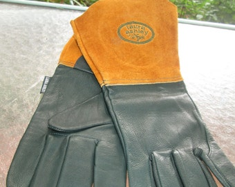 Vintage Laura Ashely dark green leather and tan buckskin gauntlet gloves. Size Large Like new vintage, appears to have never been worn
