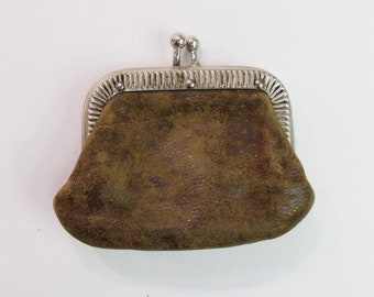Vintage Little Leather Coin Purse with Kiss Lock Closure change purse