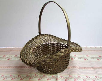 Vintage Brass Swing Handle Mesh Wire Centerpiece Basket with Old Patina, Table, Kitchen Counter, Egg Basket, Fruit Bowl