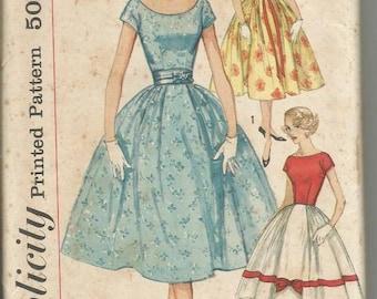 1950s Full Skirt Dance Rockabilly Neckline Variations Short Sleeves Simple to Make Simplicity 2491 Bust 32 Women's Vintage Sewing Pattern