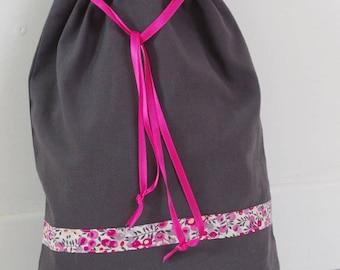 Grey/pink laundry bag