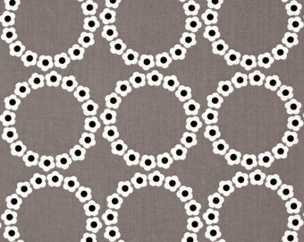 Lt Gray Daisy Chain Fabric, Fat Quarter, Fresh Bloom by Michele D'Amore for Benartex