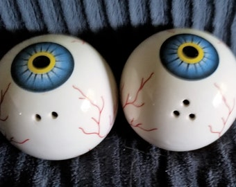 Quirky vintage eyeball salt and pepper shakers