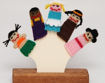 Children of the World Finger Puppet Set  (Includes 5 finger puppets.)