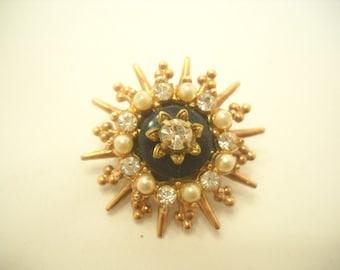 Vintage Gold Tone Rhinestone & Faux Pearl Brooch (6597)