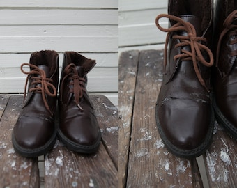 Vintage Brown Fake Leather Lace Ups / 1980's Fake Leather Ankle Shoes / Size 7 / Size 39 / WInter Lace Up Shoes / Faux Leather Boots /