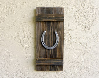 Rustic Horseshoe, Farmhouse Wall Decor, Rustic Decor, Reclaimed Wood, Good Luck Gifts,  Farmhouse Sign. Country Decor..18X8
