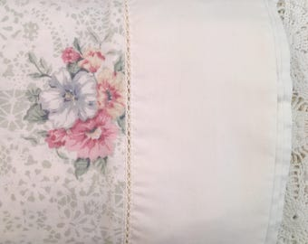 Vintage Queen Flat Sheet - Jessica Mclintock - Romantic Floral -  Bibb - Roses Floral on Cream - Queen Flat