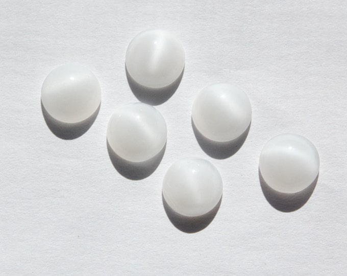 Vintage White Moonglow Glass Cabochons 9mm cab160