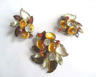 Free Shipping to US. Stunning vintage designer Beau Jewels Brooch and Clip Earrings Demi Parure. Art Glass leaves and Swarovski Rhinestones