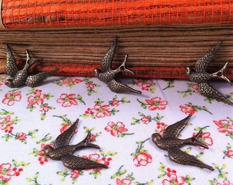 5 pendants swallows in flight, finely engraved, antique bronze, jewelry creations
