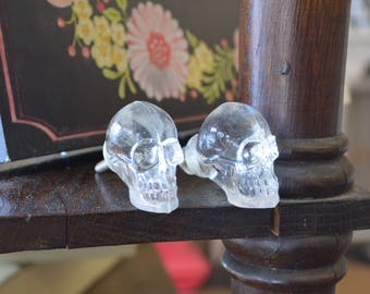 One Skull  Drawer Knob. Skull Knob. Skull Drawer Pull. Dresser Knob. Furniture Knob. Crystal Skull. Pirate Decor. Skeleton Decor