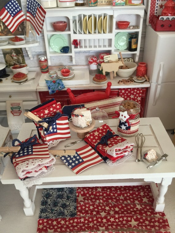 Miniature Set of 3 Kitchen Towels, AFlag and Clothespin - Americana