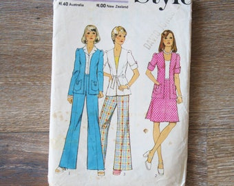Womens suit pattern 70s, Vintage jacket skirt trousers pattern, 1970s Dressmaking Size 12 pattern, Style Pattern 4631