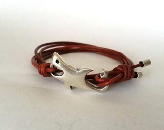 Shark bracelet, leather bracelet, bracelet for men, whale tail bracelet, Surfer bracelet, Hook clasp, Nautical bracelet, wrap bracelet