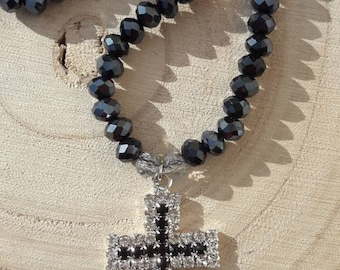 Halskette-Facetten und Kreuz