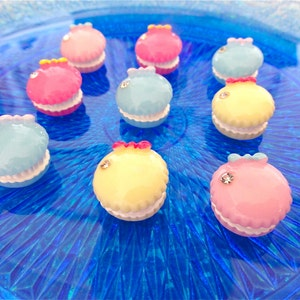 6 pcs - Tiny Puffy Macaroon Resin Flatback Cabochons - 15mm - Bows - Kawaii - Rhinestones - Kitsch - French Pastry - Sweet Treats
