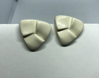 Vintage Clip On Earrings - cream plastic