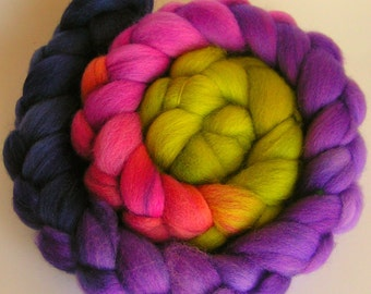 Roving Fiber Top Wool Falkland Gradient ARCADIA Phatfiber Feature April 4 oz Easy Spin Felt Knit Weave Craft Purple Green Blue