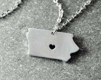 Free shipping - I heart  Iowa  Necklace -State pendant  - Map necklace - Map Jewelry - Iowa Pendant - State Necklace