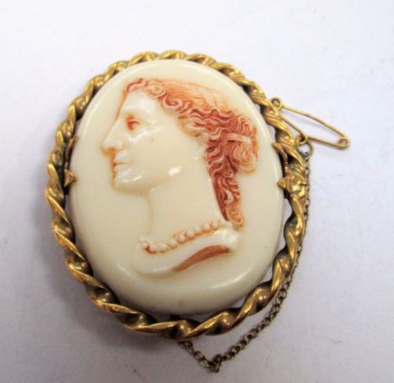 Good vintage large ornate gold metal & cream colour cameo brooch