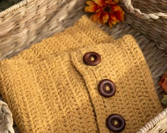 End of Winter Sale!!! Golden Yellow Infinity Scarf with Buttons! Yellow infinity scarf! Mustard yellow scarf. Yellow Circle Scarf!