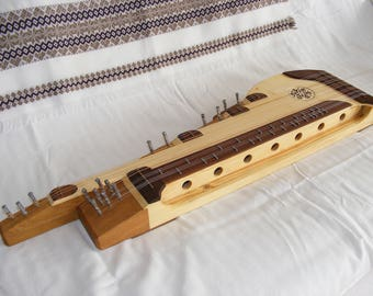 Traditional zither for collectors or practitioners, stingy pigeonhole design