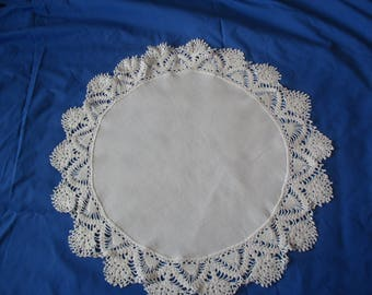 Lovely Vintage Round Doily Scarf White w Cotton Crochet Edging 17' Diameter