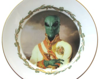 Sir Marvin of Roswell Portrait Plate 7.65""