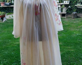 Shabby chic vintage Nightgown and peignoir coordinated beige flower painting Hollywood diva wedding chic sultry actress sex