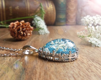 Queen Anne's lace dry flower necklace, romantic gifts for her, botanical necklace cameo pendant, real plant pressed flower jewelry