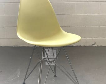 Herman Miller Eames Molded Plastic Side Chair (Lime Green)