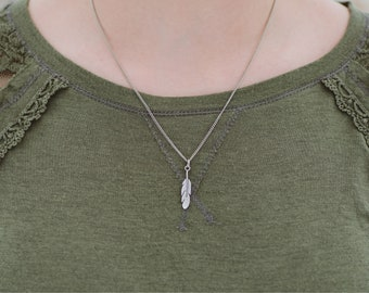 """Dainty Feather Necklace Silver 18""""."""
