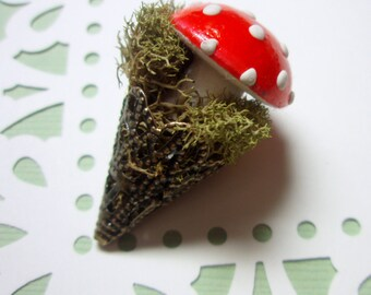 SALE - 33% OFF - Brooch - Woodland Brooch - Red Mushroom Antiqued Brass Mossy Brooch - Natural Materials - Unique Pin