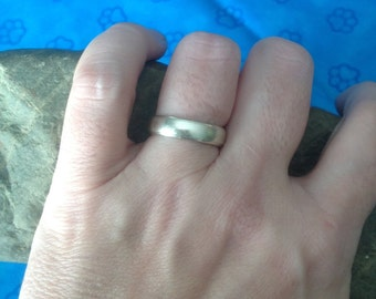 Sterling Silver Band / Ring -- Size 6