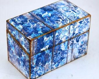 Wood Recipe Box Blue Flowers on White Barn Wood Farmhouse Kitchen Fits 4x6 Recipe Cards