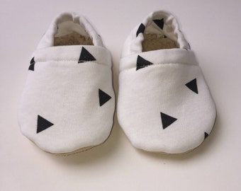 Triangle baby moccasins