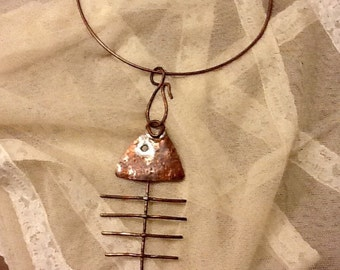 "Necklace with pendant hammered copper and patinated. ""Fish"""
