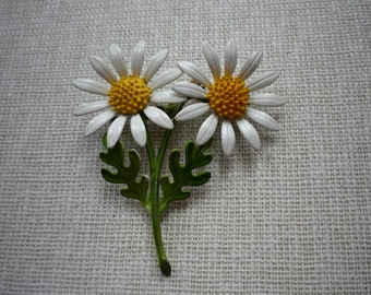 Vintage Large Enamel Daisy Flower Metal Brooch Pin