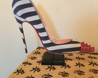 High heel shoe centerpiece party favor