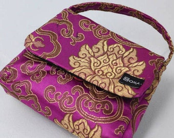 Bag with Magnetic Closure