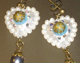Earrings with white diamonds