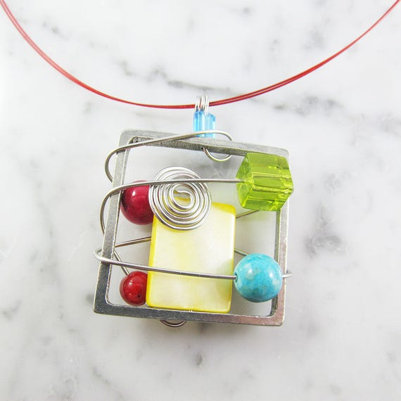 Square metal stainless necklace, yellow, red, green, silver, mother of pearl, beads, pewter stainless steel tiger tails, les perles rares