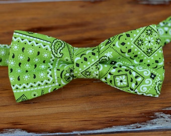 Mens Green Bandana Print Bow Tie - paisley green cotton rustic bowtie - bandanna bow tie men & teen boys - cowboy wedding bow tie - bandanna