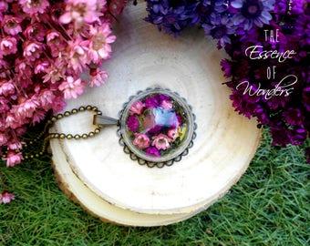 Terrarium necklace, vintage jewelry, daisy necklace, floral pendant, vintage necklace, dried flowers necklace
