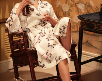 Pure- Ivory pure silk robe with delicate pattern