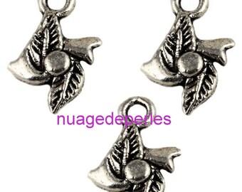 3 flowers silver Tibetan pendant