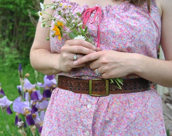 Gorgeous Vintage Floral Tooled Leather Belt - snaps to change buckle