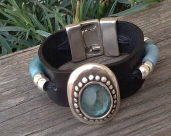 Aquamarine leather bracelet, black leather bracelet and aquamarine resins, leather bracelet with aquamarine stone