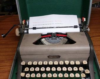 1958 Royal Aristocrat portable manual typewriter